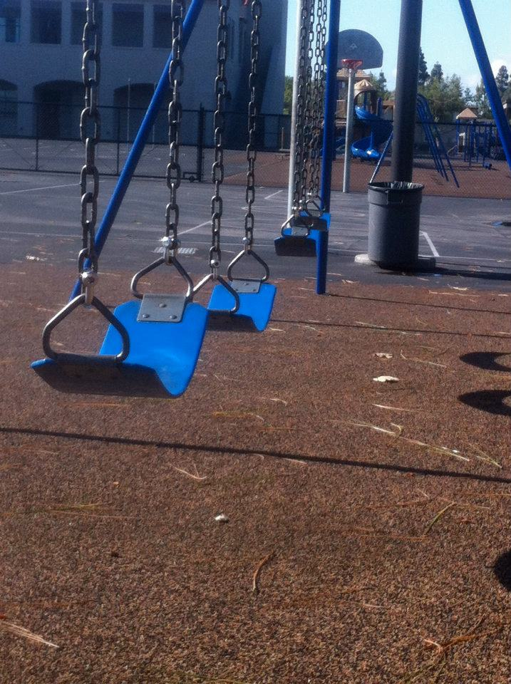 Swing set with 4 seats